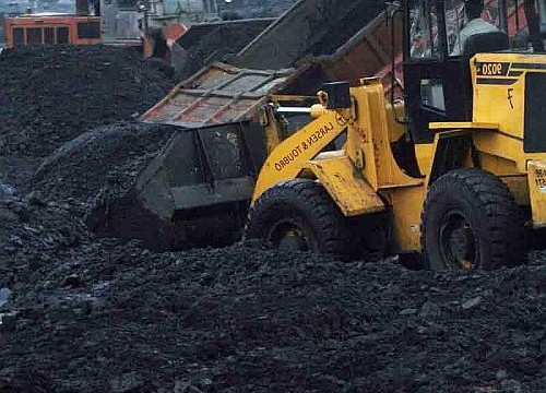 Coal India shares fall 3% on dismal Q2 earnings