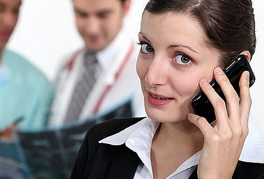 Women twice as likely as men to be offended by smartphone use in workplace