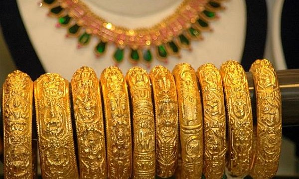 Gold prices fell by Rs. 265 to Rs. 31,625 per ten grams