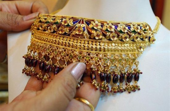 Gold prices jumped by Rs. 420 to Rs. 31,620 per ten gram