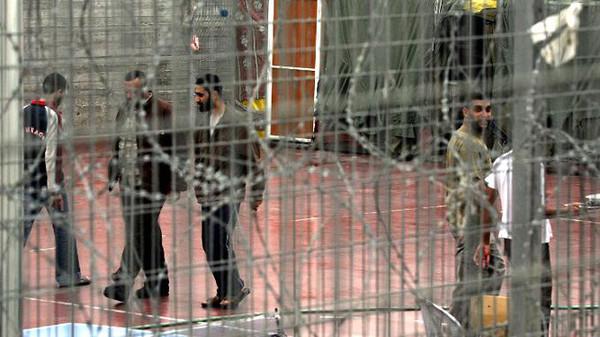 Israel's release of Palestinian prisoners advances peace talks
