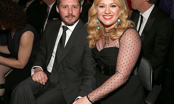 Kelly Clarkson marries Brandon Blackstock