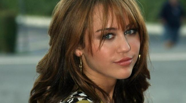 Miley Cyrus donned 'Hannah Montana' look