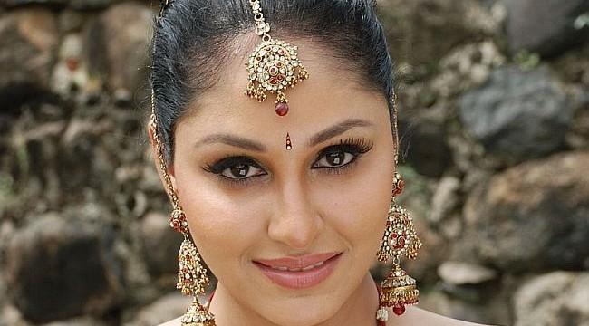 Pooja Chopra avoids link ups