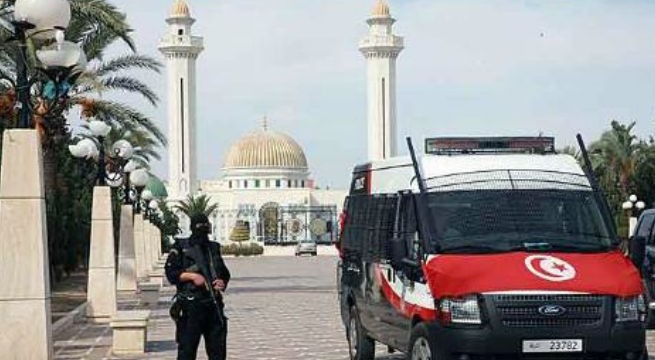 Suicide bomber hits Tunisian hotel, no victims