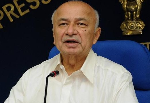 Need to console Seemandhra ministers, says Shinde