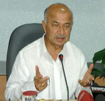 Army to explain 'lapses' in Kashmir Ops : Home Minister Sushil Kumar Shinde