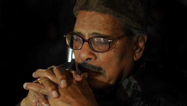 Veteran playback singer Manna Dey dead.
