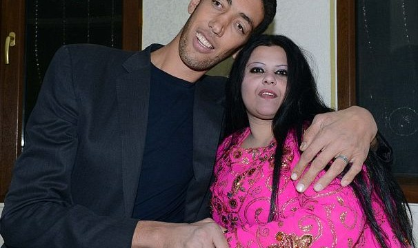 World's tallest man gets married to woman 2ft 7in shorter than him