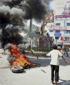 Andhra Pradesh bifurcation: Seemandhra bandh enters second day, normal life hit
