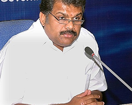 Union Shipping Minister G K Vasan meets PM, presses for boycott of CHOGM Summit