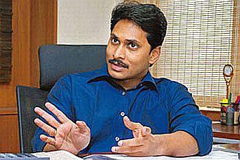 Jagan, N Srinivasan appear in CBI court over investments case