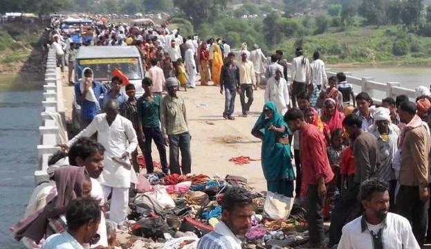 India temple stampede in Madhya Pradesh 'kills 91'