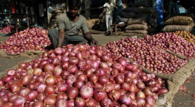 Onion prices continue to rule upto Rs 90/kg
