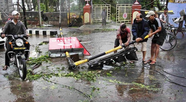 Phailin fizzles out in Odisha, AP; leaves behind trail of destruction