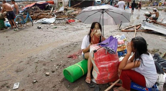 10,000 feared dead as typhoon Haiyan hits Philippines