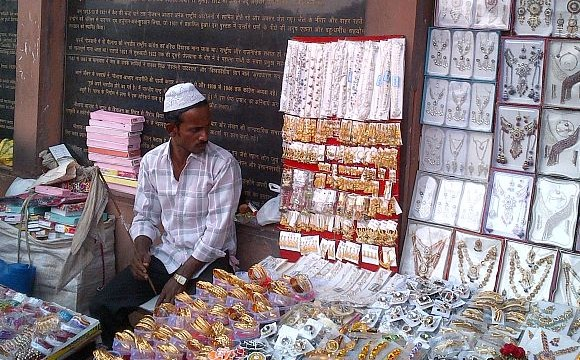 On 125th birth anniversary, Maulana Azad lies a forgotten man