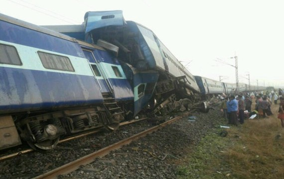 4 passengers killed and 50 injured as Mangala Express derailed near Nashik
