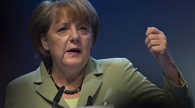 Merkel hails Greek progress in cutting debt