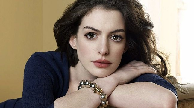 Anne Hathaway denies pregnancy rumours