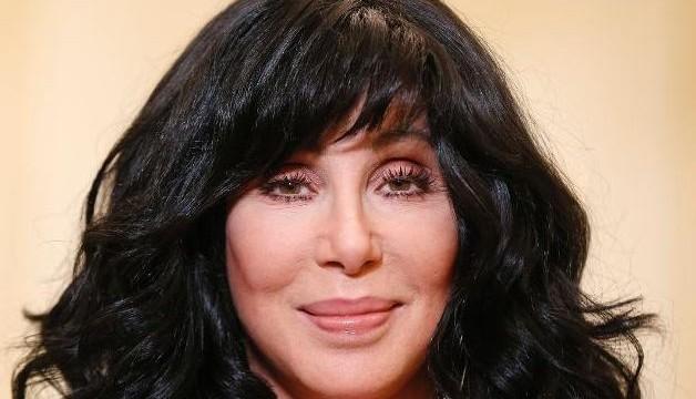Cher to undergo foot surgery