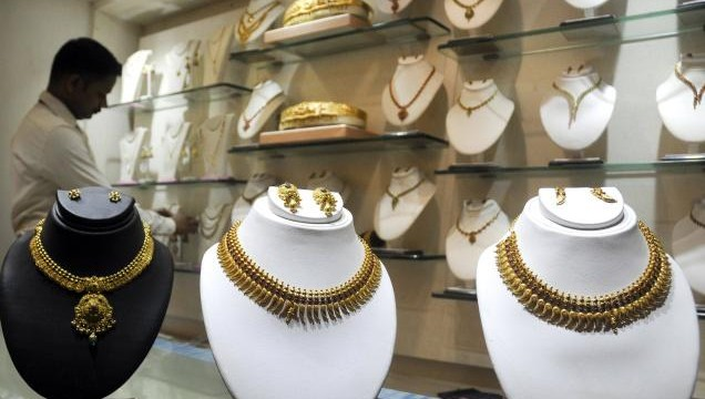 Gold prices rising by Rs. 105 to Rs. 31,825 per ten gram