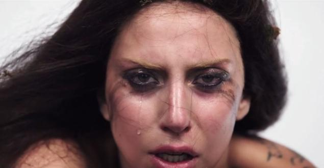 Gaga cries, covers nude body with moss in latest `ARTPOP Film`