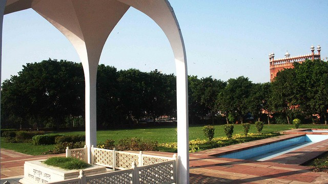 Government clueless about sorry state of Maulana Azad's mausoleum
