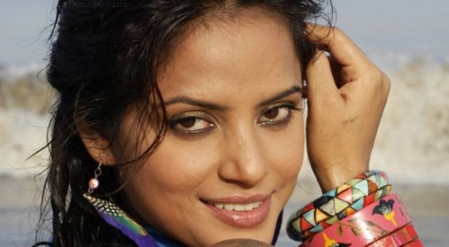 Don't want to dilute my moment of glory: Neetu Chandra