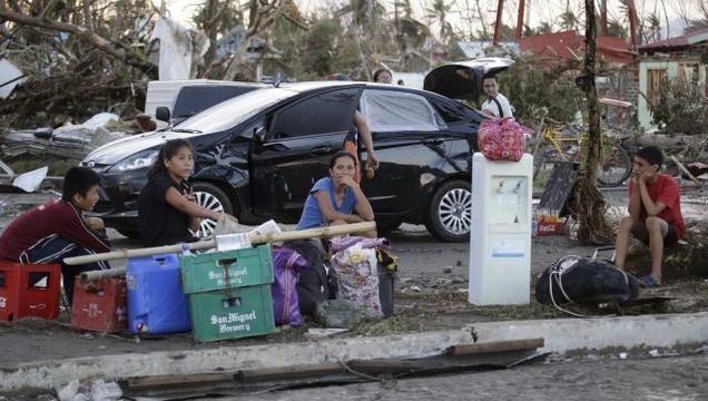 Philippine Typhoon Haiyan survivors turn cave-dwellers