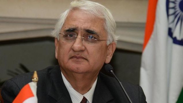 Khurshid arrives in Colombo for CHOGM