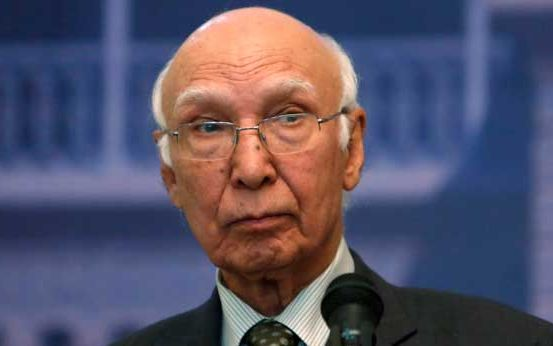 Sartaj Aziz arrives, to meet Kashmiri separatists