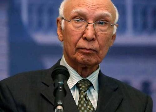 Hurriyat leaders meet Aziz; Mirwaiz supports border ceasefire
