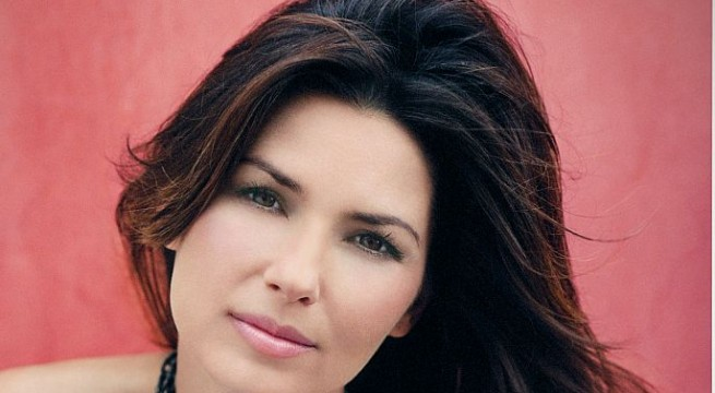 Shania Twain named country music's most beautiful woman