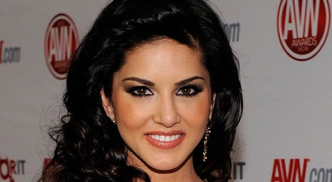 Sunny Leone to groove for Tamil film 'Vadacurry'
