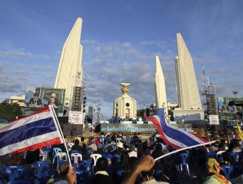 Thailand protesters storm army headquarters