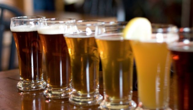 Science behind bottled beer bubbling over when tapped revealed