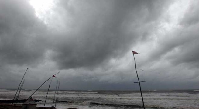 Heavy rain, high wind lash Andhra as cyclone nears coast