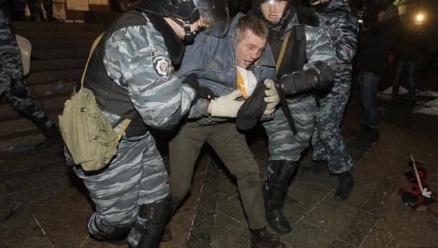 Police forcefully break up demonstration in Kiev