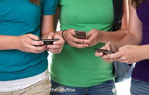 Keeping track of diet through text-messaging can help you lose more weight