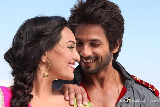 No royal welcome for 'R...Rajkumar' Bollywood films in Pakistan