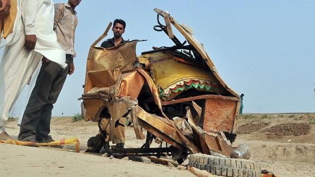 Train hits rickshaw, kills 6 kids in Pakistan