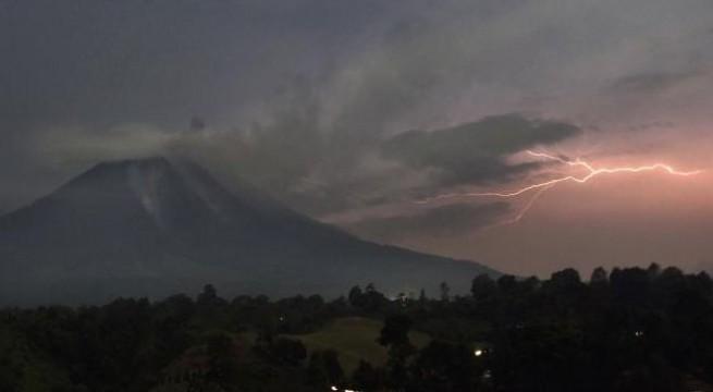 Indonesia's Mount Sinabung, Merapi volcanoes erupt