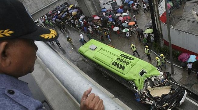 21 killed in Philippine accident