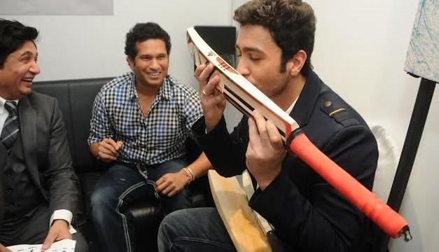 Adhyayan gets autographed bat from Sachin Tendulkar