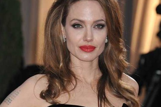 Famous Hollywood couple Brad Pitt and Angelina Jolie shop at discount store for X'mas