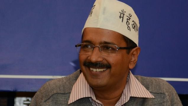 Kejriwal appeals honest officers to approach him