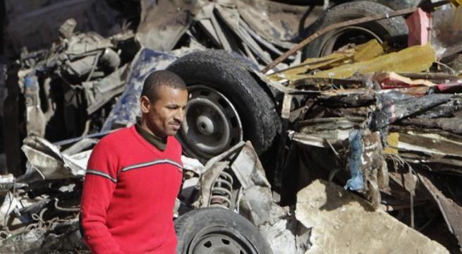 Blast targets bus in Cairo, 5 injured.