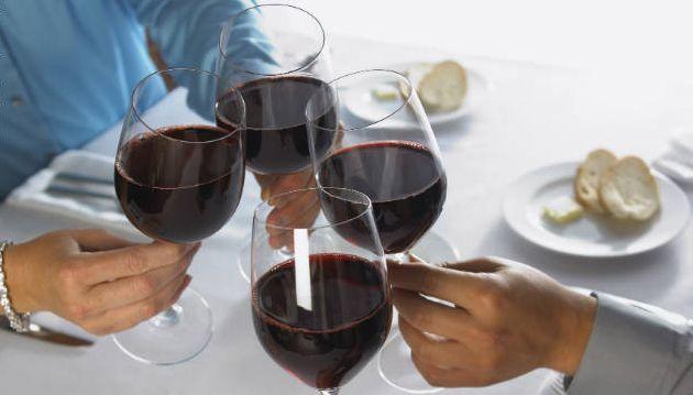 Cheers Heavy drinkers live far longer than teetotalers