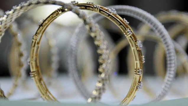 Gold prices gaining by Rs 120 to Rs 30,120 per ten grams